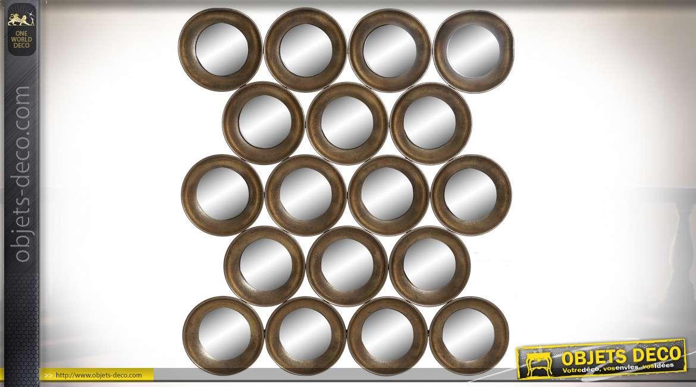 Décoration murale de petits miroirs circulaires superposés finition métal oxydé aux reflets dorés style rétro, 80.5cm
