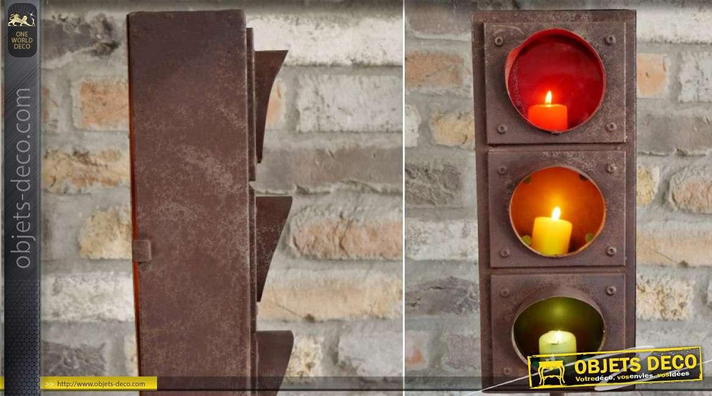 Lanterne originale en métal en forme de feu de signalisation tricolore, finition oxydée esprit vieil atelier, 83cm