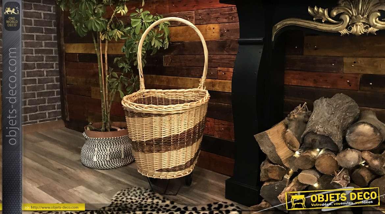 Chariot à bûches en osier fort, finition naturelle et brune, grande anse et fond plein en bois, effet zébré, 98cm