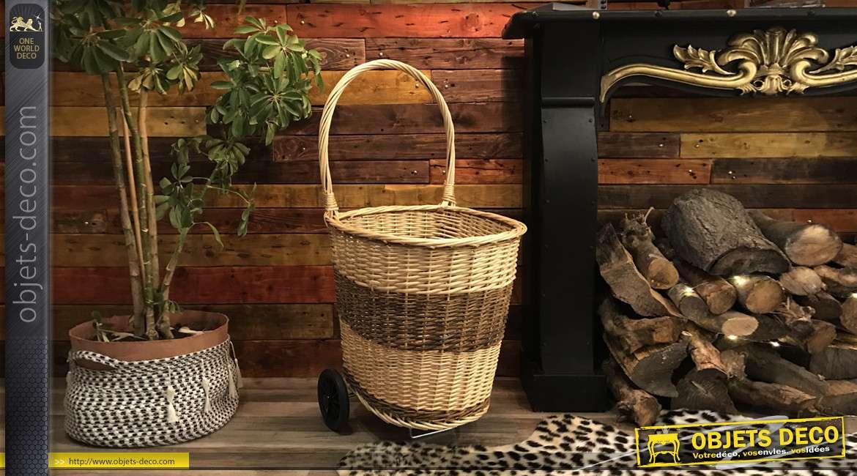 Chariot à bûche en osier tressé, finition naturelle et brune effet bande, grande anse et fond plein en bois, 98cm