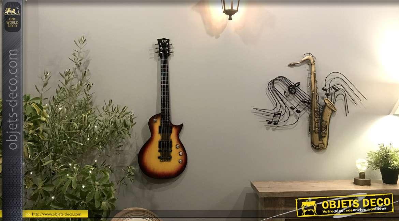 Grande guitare murale en métal, finition couché de soleil et cordes en relief, ambiance rock music, 85cm