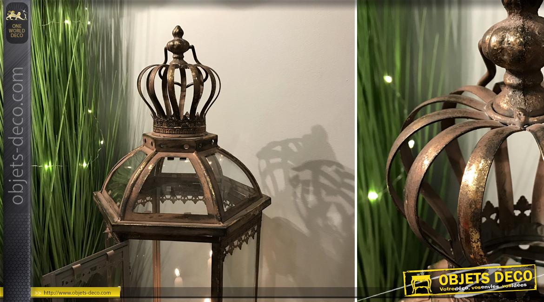 Grande lanterne en métal et verre, forme hexagonale esprit couronne, finition brune et doré ancien, 85cm
