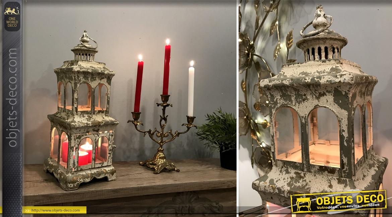 Lanterne en métal et verre en forme de phare, finition crème écaillé doré, style chic'ancien, 46cm