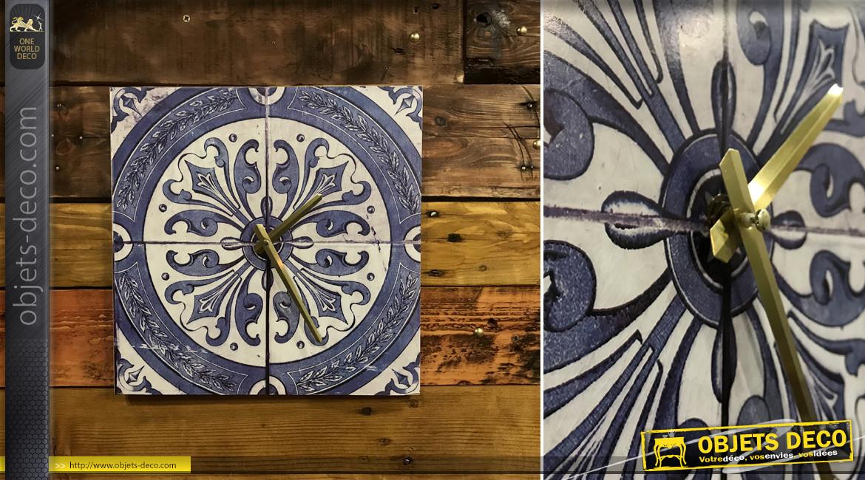 Horloge murale en bois impression vieux carreaux de ciment finition bleue, aiguilles dorées, 30x30cm