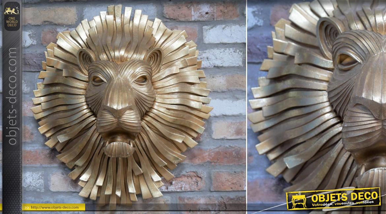 Grande tête de lion murale en résine finition dorée, effet sculpture en métal, esprit ancien heurtoir de porte, 63cm