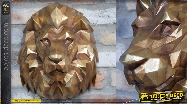 Trophée tête de lion mural en résine, esprit origami géométrique, finition doré vieux laiton, 36cm