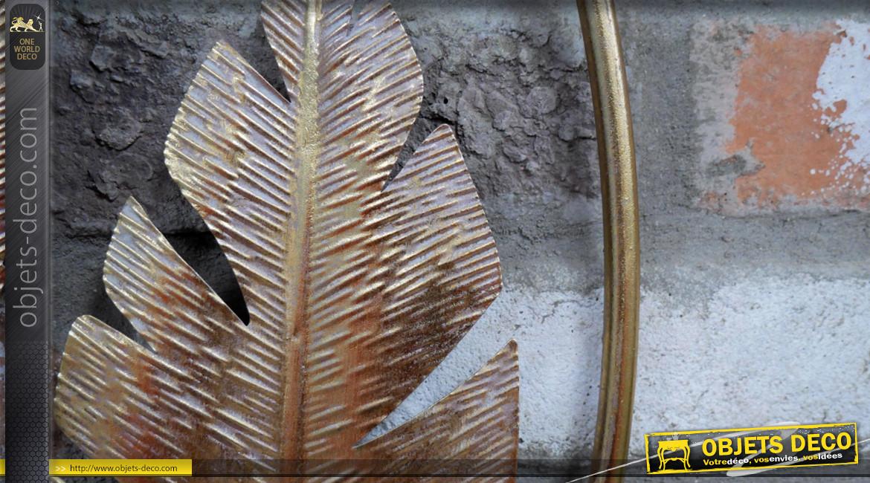 Grande déco murale ronde en métal, feuilles encerclées en finition doré brillant, cadre très ajouré, Ø81cm
