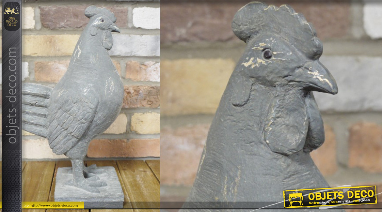 Poule en résine effet pierre montée sur socle, finition gris ciment vieilli, ambiance campagne d'antan, 41cm