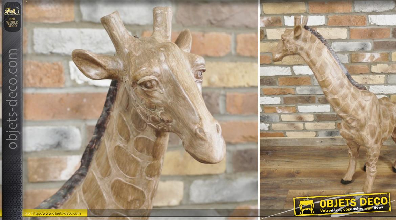 Grande statue de girafe de 102cm de haut, finition effet ancien, en polyrésine, ambiance vieux safari