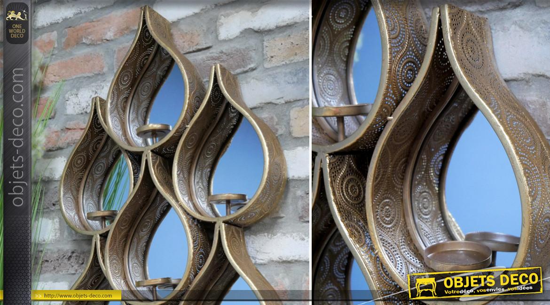 Grand miroir mural en forme de gouttes avec porte bougies devant chaque niche, en métal finition dorée esprit moucharabieh, 88cm