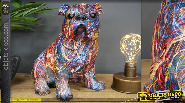 Statuette de bulldog en résine aux finitions modernes et contemporaines, ambiance design coloré, 22cm