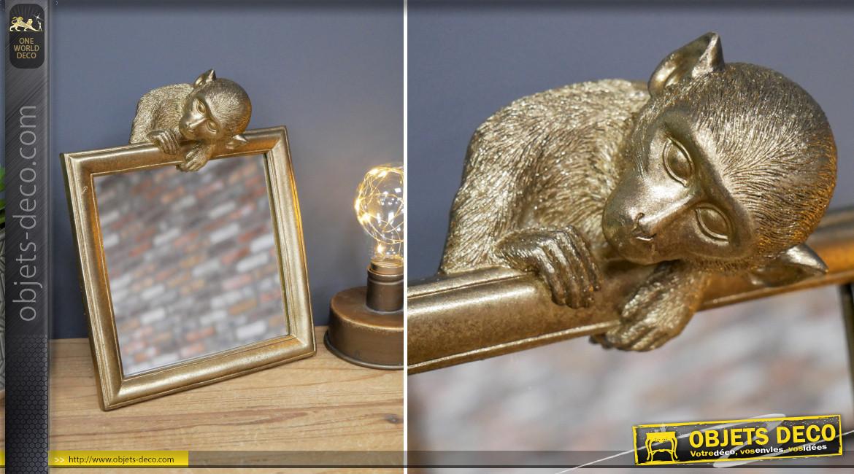 Miroir de table en résine, finition dorée effet brossé, de forme carrée avec singe sur l'encadrement, 23cm