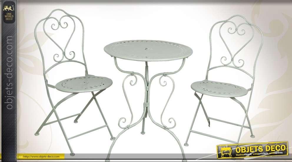 Salon de jardin une table et deux chaises style rétro