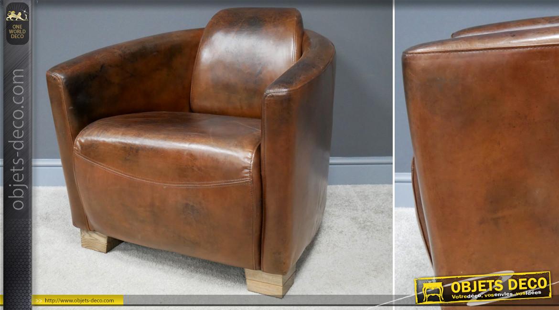 Gros fauteuil Cigar en cuir véritable, finition brune cognac avec pieds en chêne massif, ambiance rétro club, 80cm