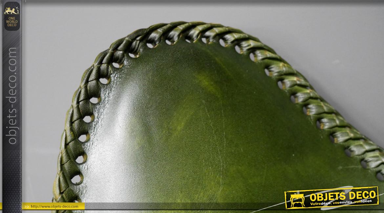 Série de 2 fauteuils papillon en cuir véritable teinté vert bouteille finition laiton effet brossé, ambiance chic authentique, 94cm
