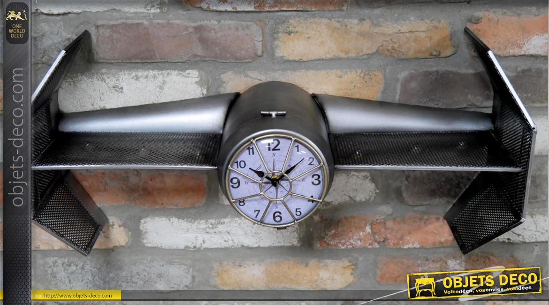 Horloge étagère murale en métal finition anthracite, esprit navette spatiale avec cadran au centre, 63cm
