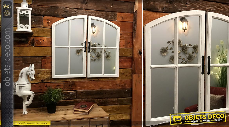 Grand miroir mural en forme de fenêtre à double battant, effet bois blanchi et patine vieilli, ambiance trompe l'oeil, 72cm