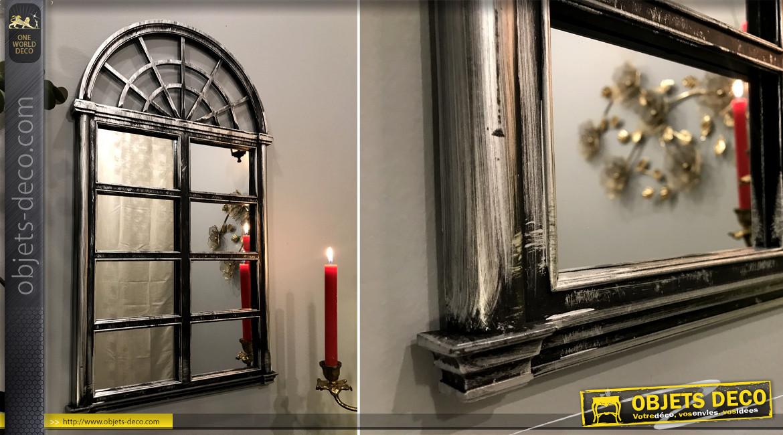 Miroir mural en forme de fenêtre effet métal noir finition charbon et patine argentée, ambiance loft atelier, 65cm