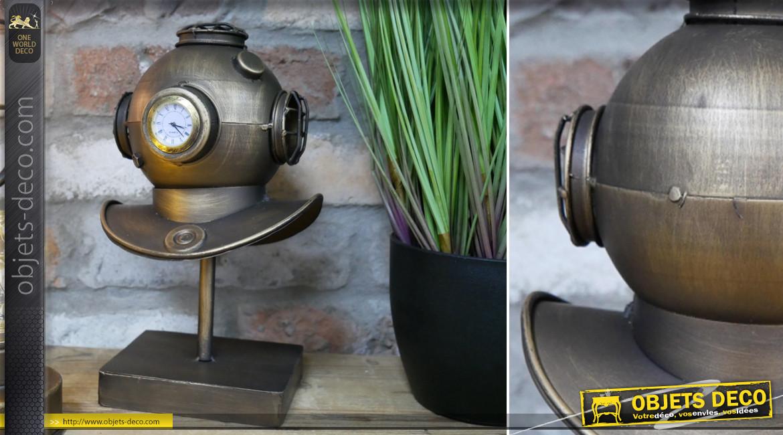Horloge de table en métal en forme de d'ancien scaphandre de plongée, finition laiton effet brossé, ambiance rétro marine, 27cm