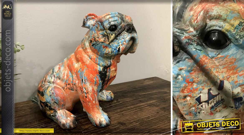 Statuette de bulldog en résine finition pastel multicolore, ambiance contemporaine, 23cm