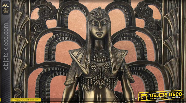 Représentation d'une grande reine de l'ancienne égypte, en résine finition vieux bronze, collection Divinités, 29cm