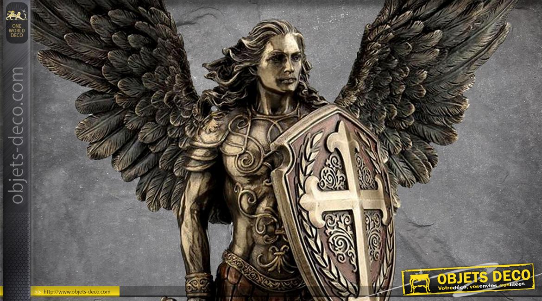 Archange Saint Michel, représentation de l'ange ailes déployées et épée à la main, en résine finition laiton vieilli, collection Terre des Dieux, 35cm