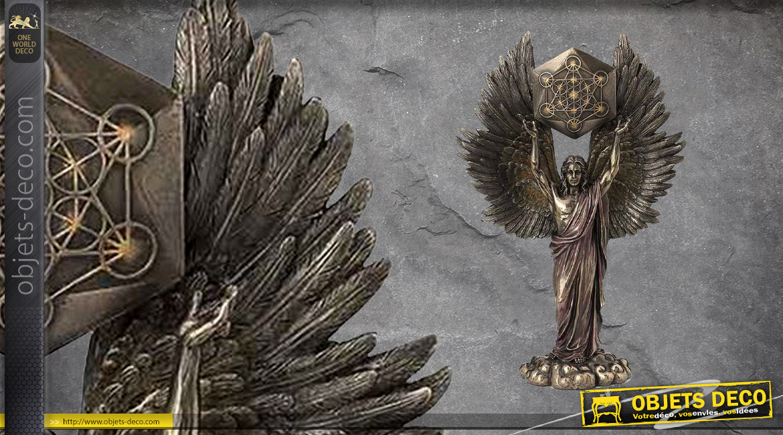 Archange Métatron, représentation de l'ange assistant de la présence divine, en résine finition laiton vieilli, collection Terre des Dieux, 34cm
