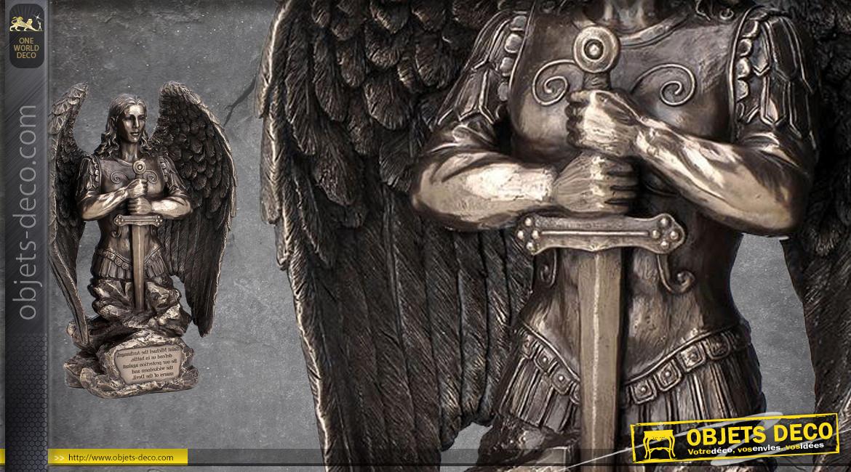 Archange Saint-Michel, représentation de l'ange divin en armure, en résine finition bronze laiton vieilli, collection Terre des Dieux, 22cm