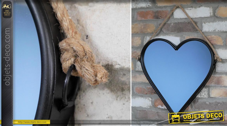 Miroir mural en forme de coeur, encadrement noir charbon et corde de suspension, ambiance romantico moderne, 47cm