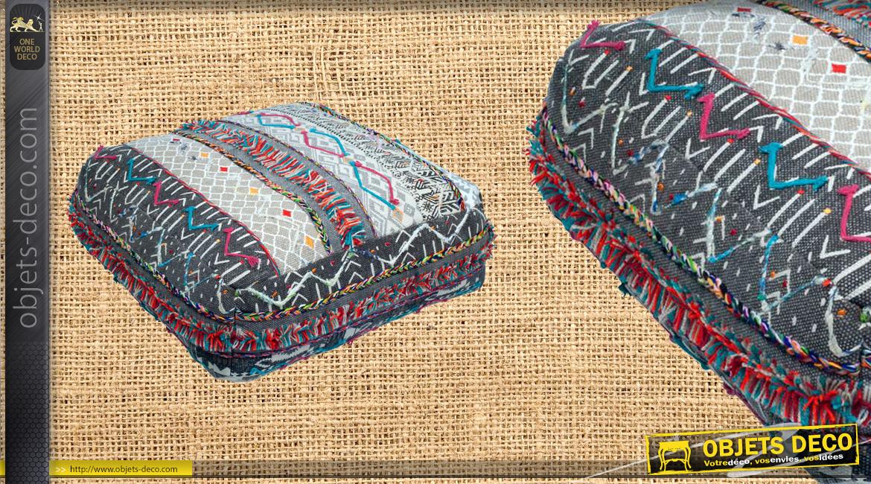 Coussin de sol / pouf épais en coton de forme carrée, fond gris clair ave broderies colorées, 60x60cm