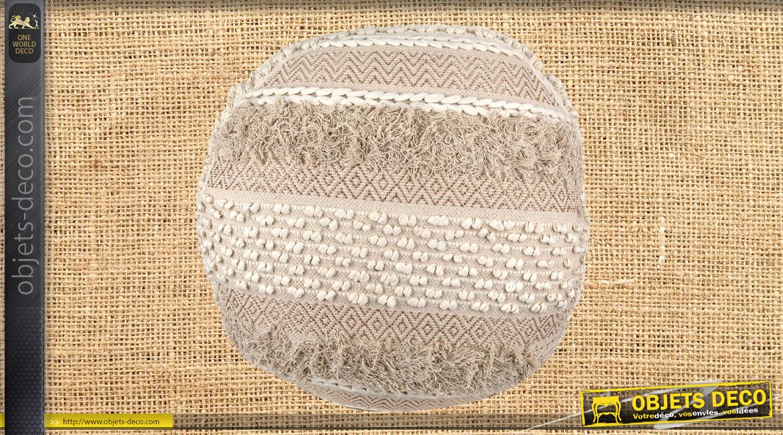 Gros pouf en jute et coton épais avec franges et pompons, finitions clair, ambiance boho moderne chaleureuse, Ø68cm