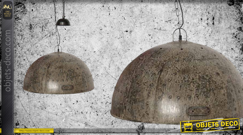 Grande suspension lumineuse en métal finition brun oxydé, Ø61cm, ambiance indus vieille maison
