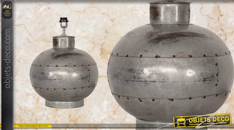 Pied de lampe style vieille ferme, en forme de boule avec rivets et points de oudures visibles
