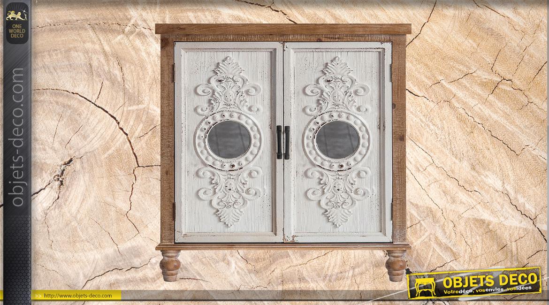Meuble en bois avec portes sculptées finition blanc ancien, ambiance rustico baroque, 88cm
