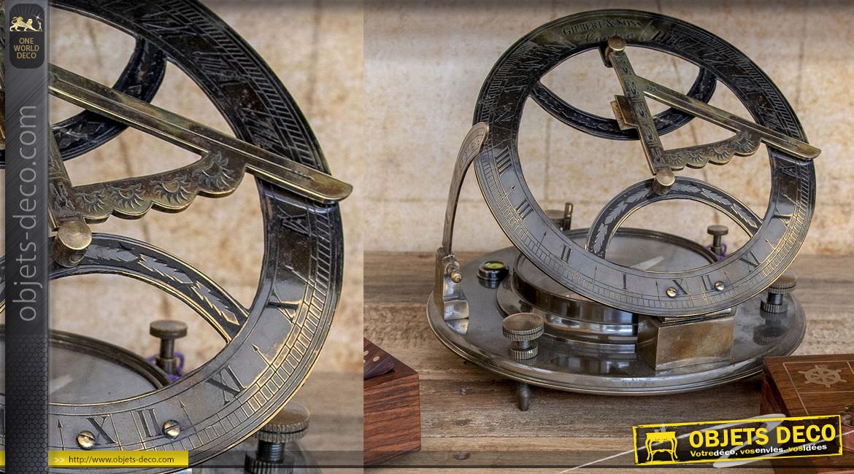 Reproduction d'un grand compas solaire en laiton vieilli, Ø19cm