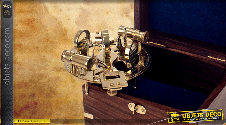 Reproduction d'un sextant en laiton doré, avec coffret en bois massif, 18cm