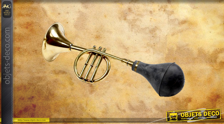 Klaxon trompette en laiton doré et poire en caoutchouc noir ancien, 43cm