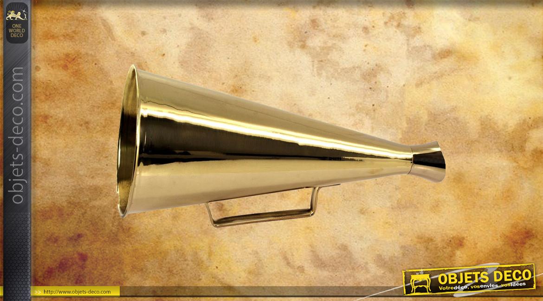 Mégaphone en laiton doré avec poignée, Ø15cm - 33cm de long