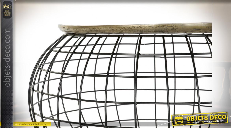 Table basse en aluminium ajouré plateau finition dorée ambiance moderne chic, Ø80cm