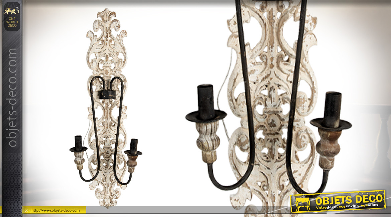 Grande applique en bois sculpté, esprit vieux chandelier avec 2 bras arqués en métal, 95cm