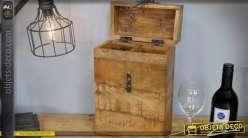 Coffret en bois massif et vieilli avec ferrures anciennes pour deux bouteilles à vin