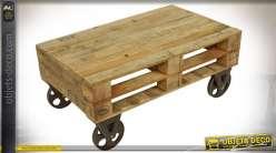 Table basse de style industriel en forme de palette avec roues en métal