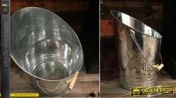 Seau à cendres en métal type zinc, finition brillant brossé avec grande anse de transport et touche de bois, 37cm