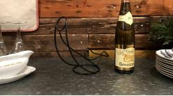 Support en métal pour présentation et service du vin, finition noir charbon, 26cm