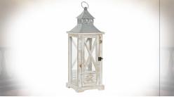 Lanterne de style rustique en bois et métal avec patine blanche effet décapé 55 cm