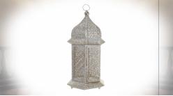 Lanterne orientale hexagonale en métal effet moucharabieh blanc et doré 56 cm