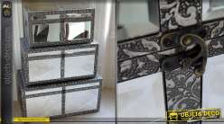 Série de trois grands coffres style marocain avec miroirs