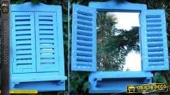 Petit miroir fenêtre avec volets à persiennes bleu clair