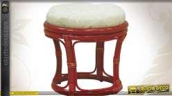 Tabouret en rotin de Java coloris rouge avec coussin blanc coton
