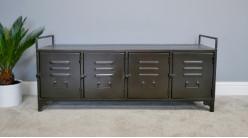 Meuble bas esprit ancien vestiaire, en métal finition noir charbon vieilli, 4 portes, 120cm